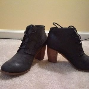 Toms lace up black booties